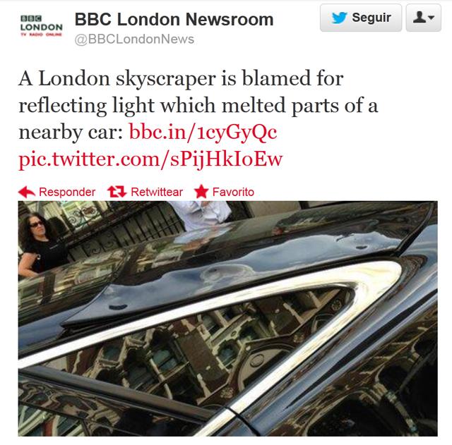 Así quedo el coche derretido por el Walkie Talkie en Londres.