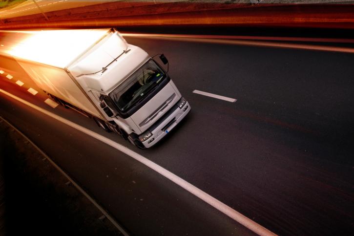 Plan para la renovación de camiones y autobuses de Fomento y el BEI.