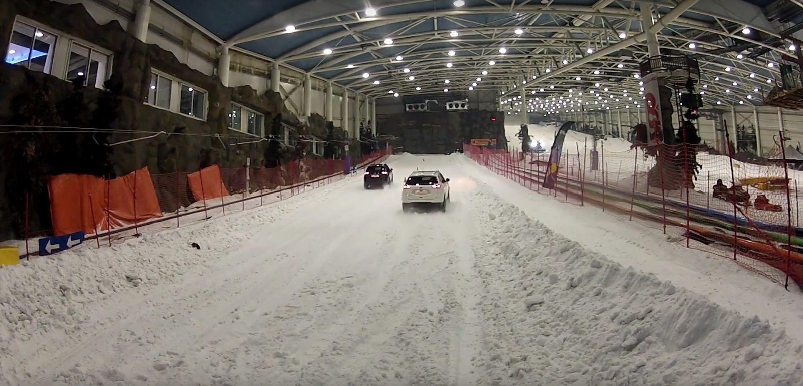 Prueba de neumáticos de invierno en la pista de nieve SnowZone de Madrid Xanadú (Arroyomolinos).